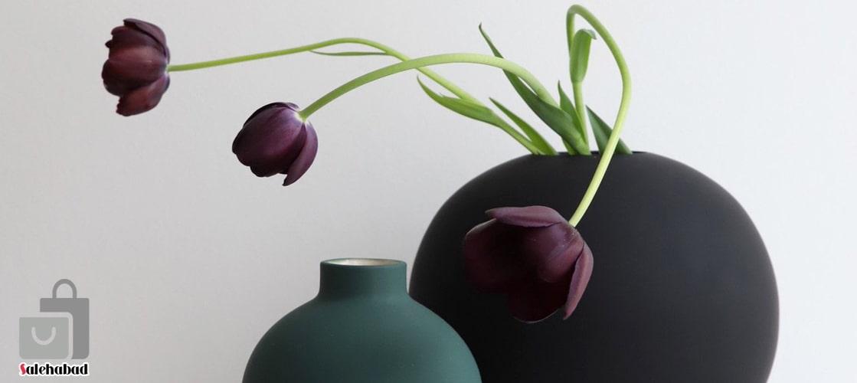 گلدان دکوری با گلهای مصنوعی